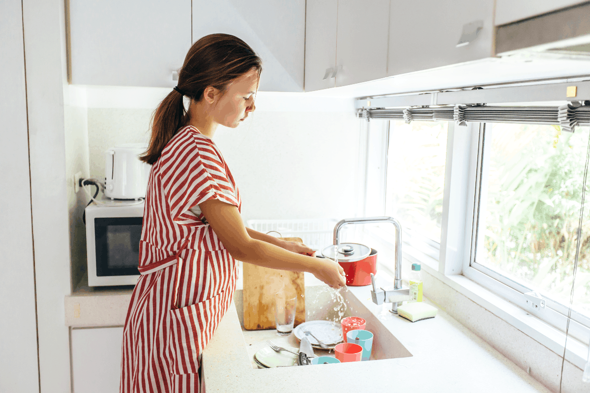 Hand-Washing vs. Dishwasher Water Usage