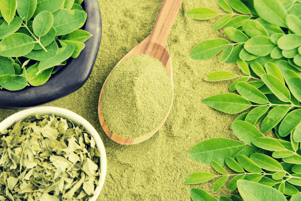 Top Green Superfoods: Spirulina vs. Moringa powder and leaves