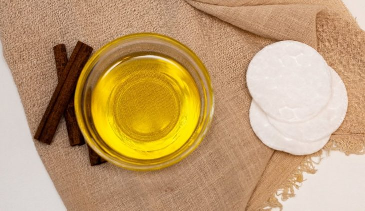 How to Make Castor Oil Pack without Flannel