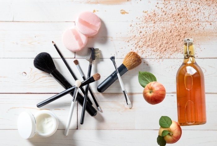 Cleaning Makeup Brushes with Apple Cider Vinegar